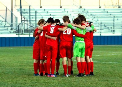 2017 Men's Steamboat Springs High school Soccer team huddle